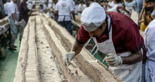 Sweet! Indian bakers make world's 'longest' cake