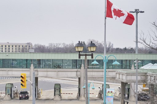 Canada begins welcoming fully vaccinated American travelers