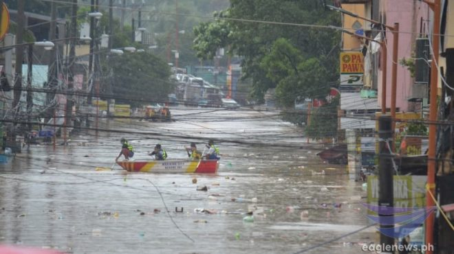 News in photos: Marikina submerged by Ondoy-high floods after rains dumped by Ulysses